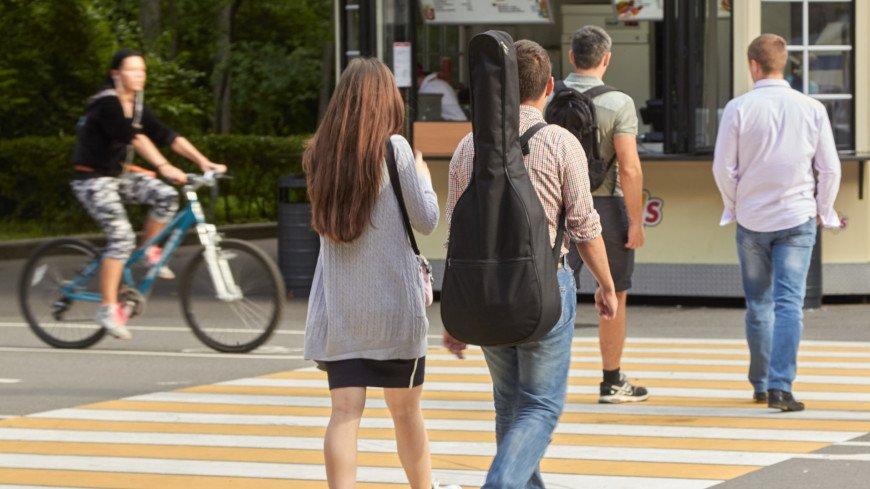 """Фото: Дмитрий Белицкий (МТРК «Мир») """"«Мир 24»"""":http://mir24.tv/, любовь, пешеход, пешеходный переход, парень и девушка, отношения, пара"""