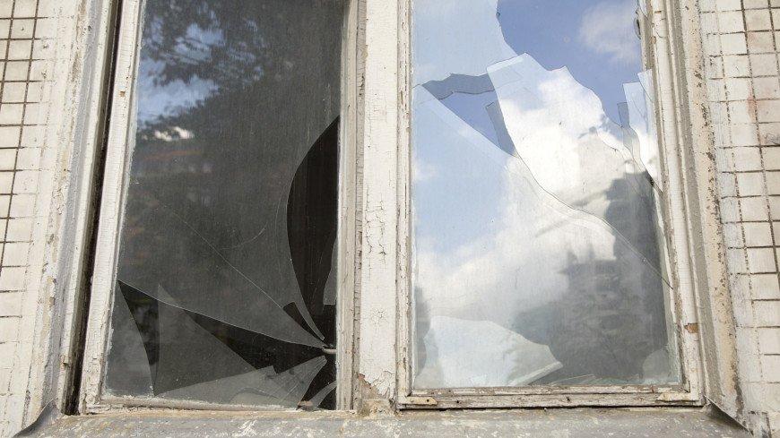 Окно пятиэтажки подлежащей сносу,пятиэтажка, снос, дом, реновация, хрущевка, окно, разруха, стекло,