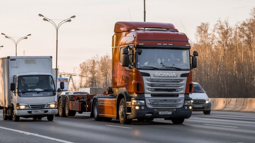 "Фото: Дмитрий Белицкий (МТРК «Мир») ""«Мир 24»"":http://mir24.tv/, автомобиль, фура, грузовики, грузовая машина, грузовик, перевозка, дорога"