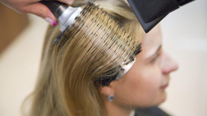 """Фото: Татьяна Константинова (МТРК «Мир») """"«Мир 24»"""":http://mir24.tv/, расческа, салон красоты, красота, волосы, парикмахер, укладка, парикмахерская, прическа, стилист, фен"""