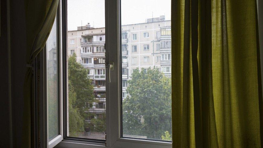 """Фото: Татьяна Константинова, """"«Мир24»"""":http://mir24.tv/, жилой дом, окно, шторы, спальный район"""