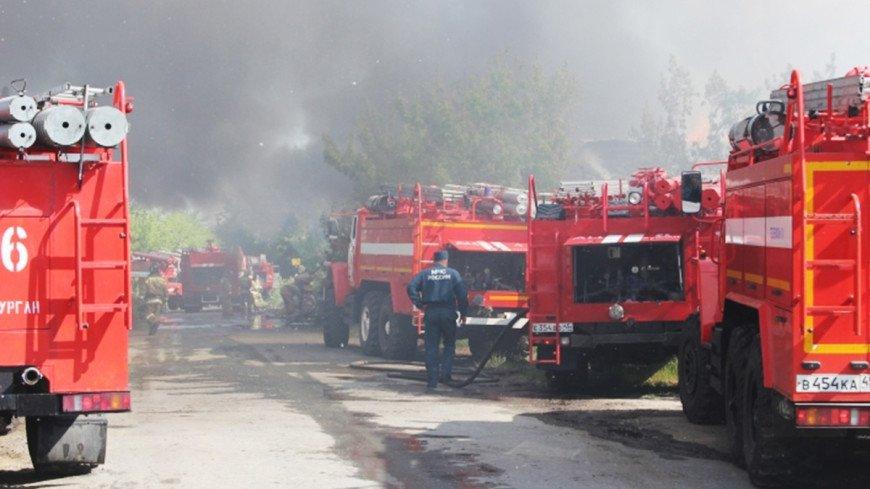 """Фото: """"МЧС России"""":http://www.mchs.gov.ru/ (автор не указан), пожарные машины, пожарные"""