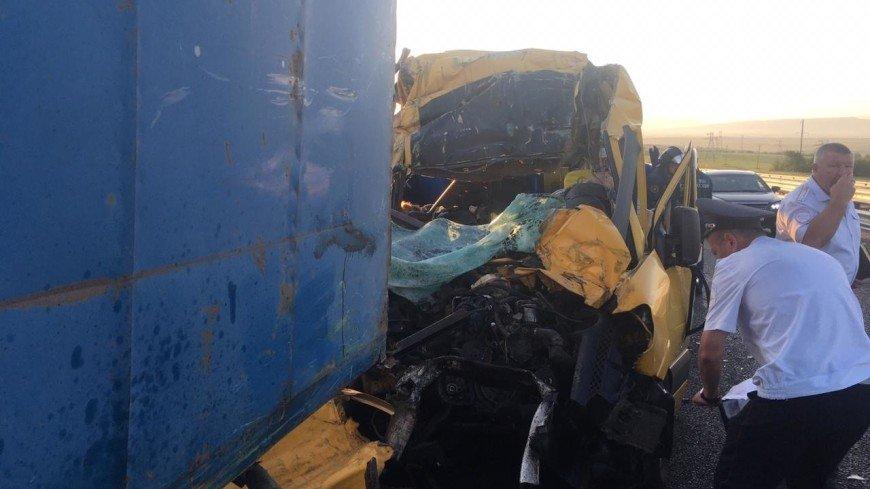 МВД: У водителя попавшего в ДТП в Крыму микроавтобуса были документы для перевозки пассажиров