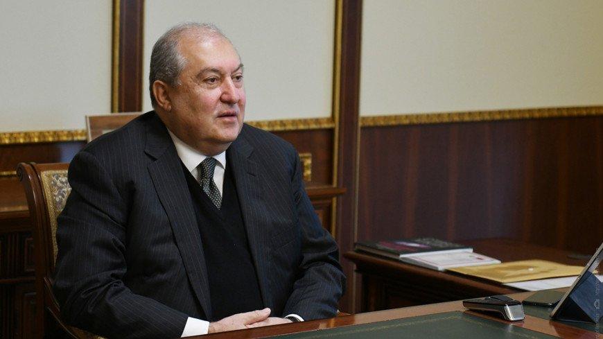Президент Армении наградил медалью признательности российских летчиков Аверьяновых
