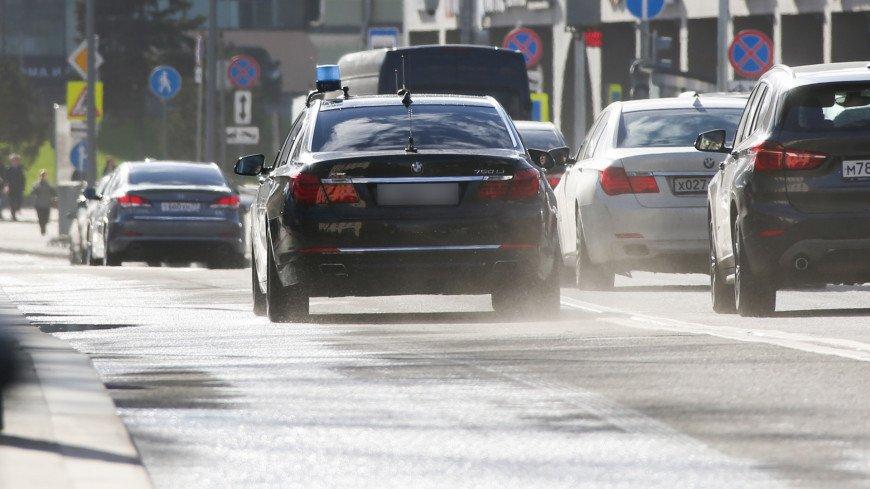В России начали выдавать водительские права нового образца
