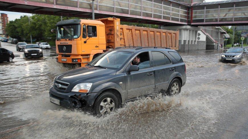 Месячная норма осадков за пару часов: в Москве устраняют последствия непогоды