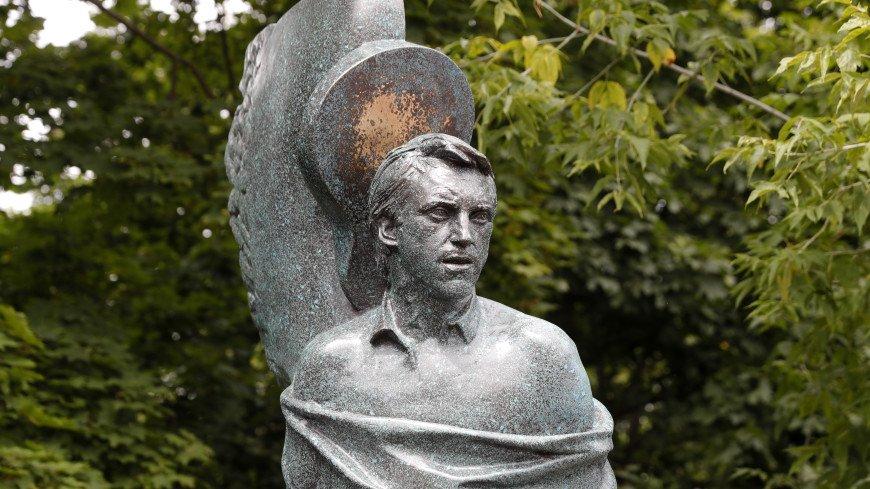 Новый вариант памятника Высоцкому одобрила семья артиста