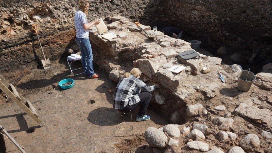В Великом Новгороде раскопали стену храма исторического «Садко»