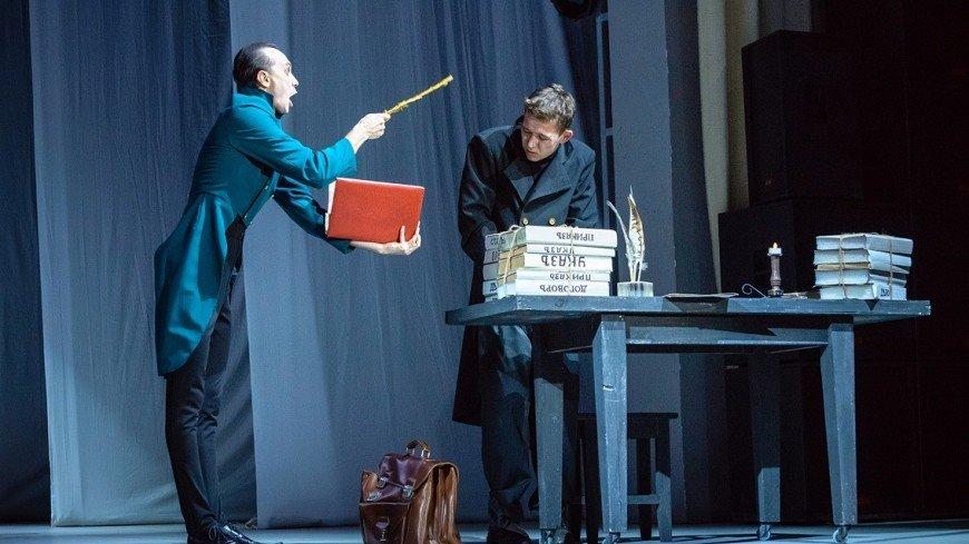 Пластическая драма о «маленьком» человеке: трансляция спектакля «Шинель»