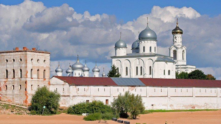 В Новгороде епископ стал дипломированным археологом