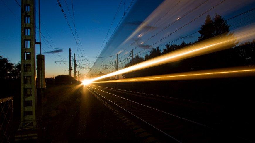 На юго-востоке Москвы поезд сбил двух мужчин