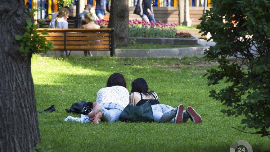 "жара Фото: ""МТРК «Мир»"":http://mirtv.ru/, парк горького, жара, люди, лето, парк"
