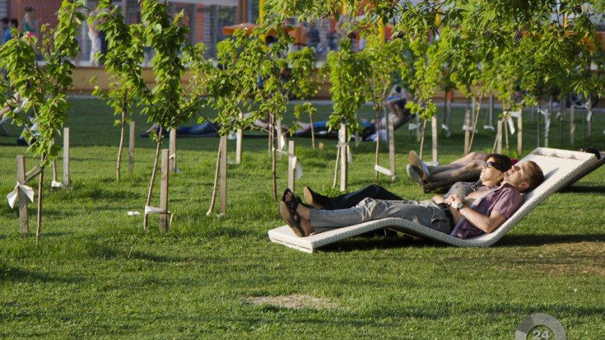 "Фото: ""«МИР 24»"":http://mir24.tv/, парк горького, жара, люди, лето, парк"