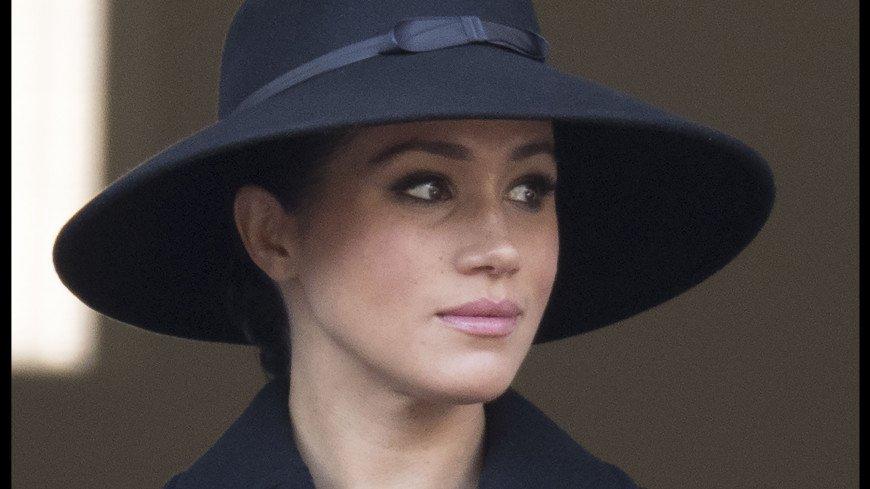 Образ герцогини Меган Маркл в широкополой шляпе покорил публику
