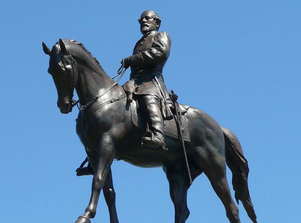 В США решили снести памятник командующему армии конфедератов Роберту Ли