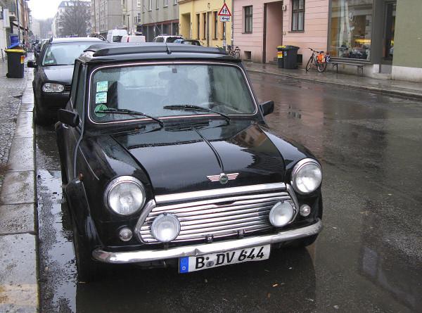 В Германии полиция поймала девочку, которая царапала автомобили для красоты