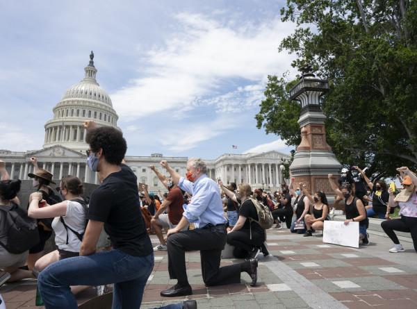 В Вашингтоне и Лос-Анджелесе отменяется комендантский час