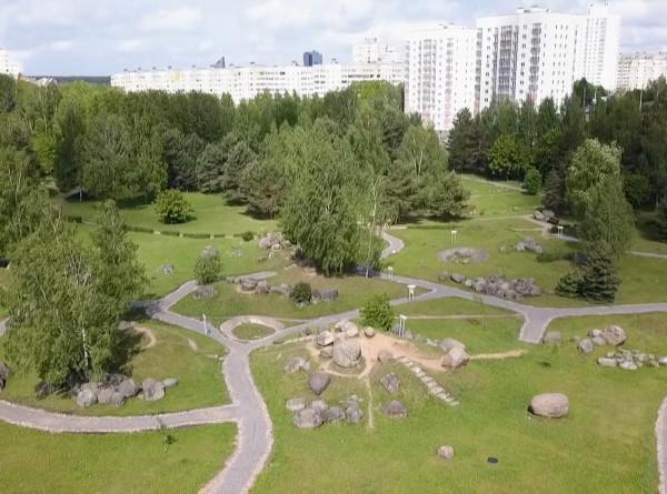 Древние валуны, редкие птицы и танцы с привидением: пять причин посетить минские парки