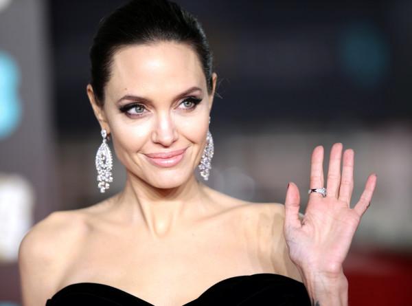 Секс-символ и мать шестерых детей: Анджелине Джоли – 45