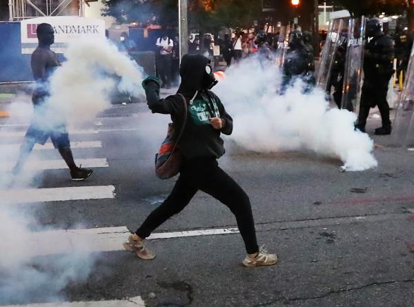 Европа в огне: антирасистские беспорядки перекинулись через океан