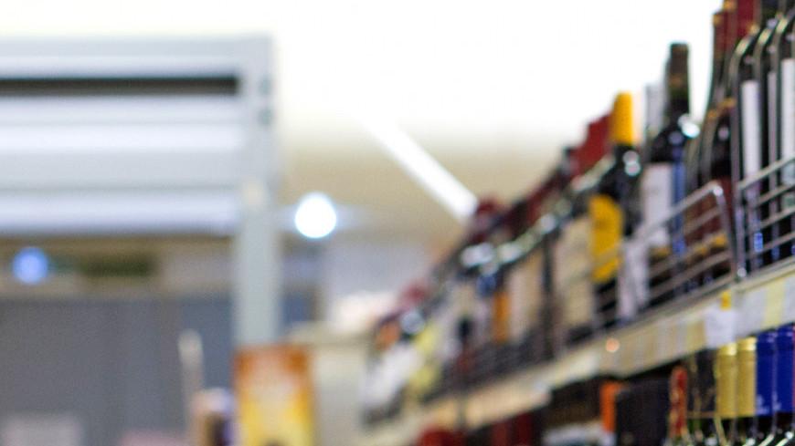 """Фото: Алексей Верпека (МТРК «Мир») """"«Мир 24»"""":http://mir24.tv/, продуктовый магазин, магазин, магазины, распродажа, sale, вино, винный магазин, алкоголь, прилавок, продукты, еда"""