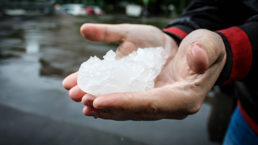 """Фото: Сергей Минеев (МТРК «Мир») """"«Мир 24»"""":http://mir24.tv/, снегопад, погода, непогода, нелетная погода, град, снег"""