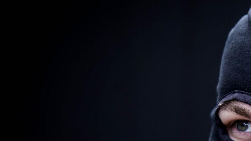 """Фото: Максим Кулачков (МТРК «Мир») """"«Мир 24»"""":http://mir24.tv/, лыжная маска, драка, болельщики, беспорядки, стычка, столкновение, борьба, потасовка, мужчины, избиение, применение силы, преступник, бой, балаклава"""
