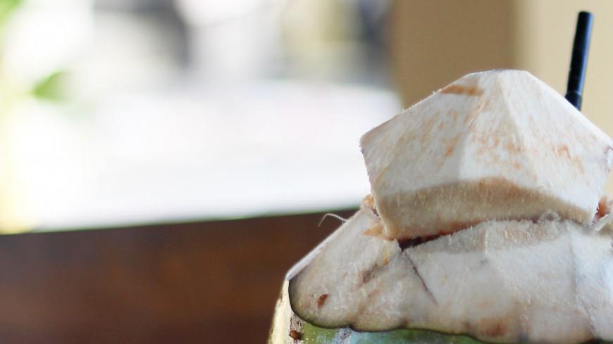 Молодой (зеленый или питьевой) кокос и свежевыжатый арбузный сок