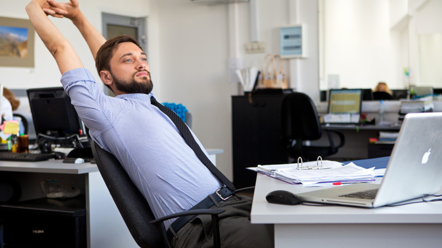 """Фото: Алан Кациев (МТРК «Мир») """"«Мир 24»"""":http://mir24.tv/, сотрудник, офис, кабинет, работа, труд, офисная работа, рабочее место"""