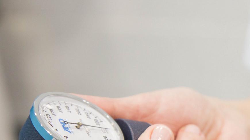 """Фото: Дмитрий Белицкий (МТРК «Мир») """"«Мир 24»"""":http://mir24.tv/, тонометр, больница, врач, врачи, обследование, доктор, лаборатория, медицина, медицинская помощь, болезнь, давление"""