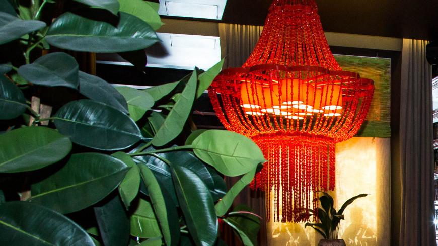 """Фото: Дмитрий Белицкий (МТРК «Мир») """"«Мир 24»"""":http://mir24.tv/, сервированный стол, еда, ресторан mr.lee, джонатан кертис, ресторан, сервировка стола"""