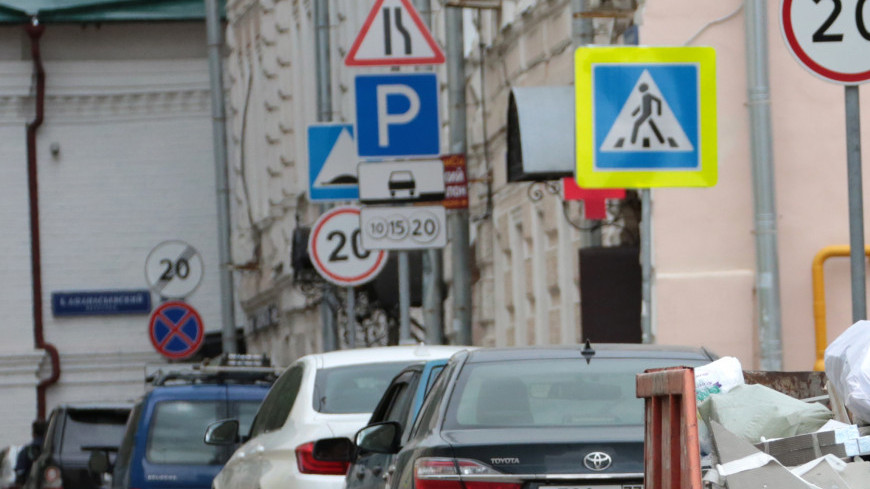 Автомобили на парковке, машина, автомобиль, стоянка, парковка,
