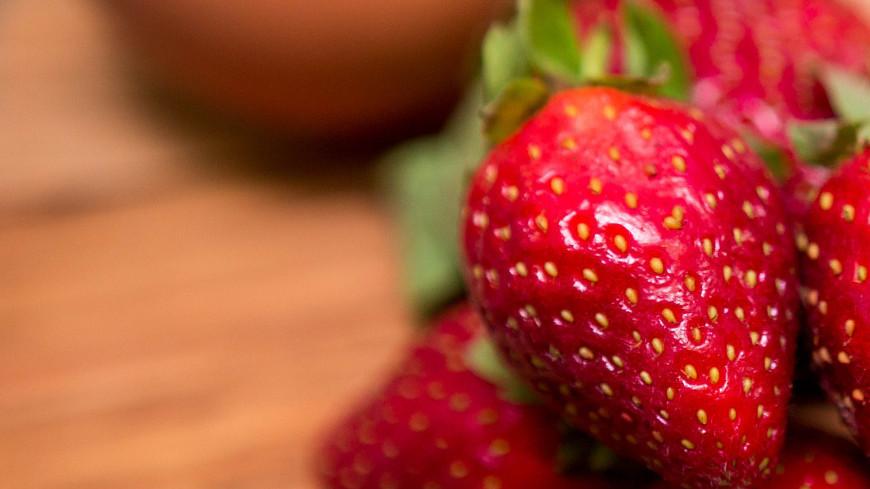 """Фото: Алан Кациев (МТРК «Мир») """"«Мир 24»"""":http://mir24.tv/, ягоды, десерт, сладкое, сладости, сладость, еда, клубника, фрукты, ягода"""