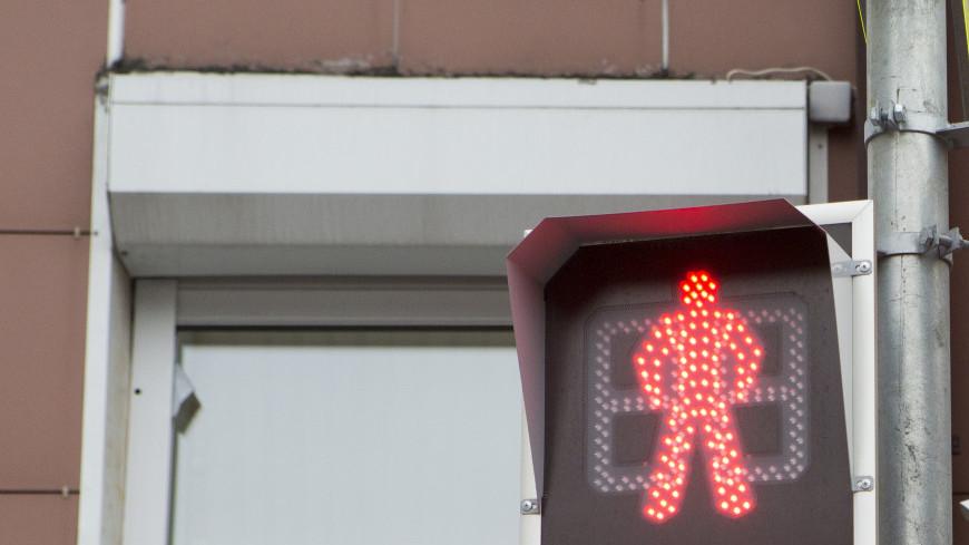 Красный сигнал светофора.,светофор, красный сигнал, проезд запрещен, велосипед, ,светофор, красный сигнал, проезд запрещен, велосипед,