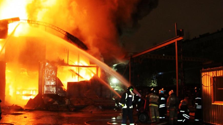 На Домодедовском шоссе локализовали крупный пожар в ангаре