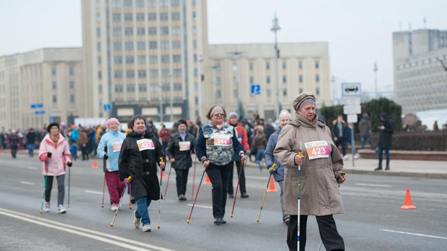"""Фото: Анна Тимошенко (МТРК «Мир») """"«Мир 24»"""":http://mir24.tv/, скандинавская ходьба, забег, марафон, полумарафон, бег, бегуны, девушки, женщины, девушка, люди, спорт"""