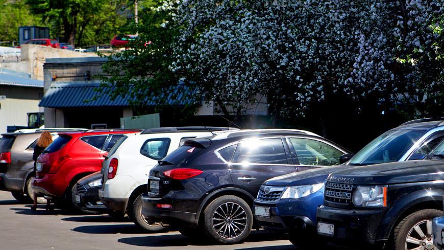 "Фото: Алан Кациев (МТРК «Мир») ""«Мир 24»"":http://mir24.tv/, машина, парковка, парковка во дворе"