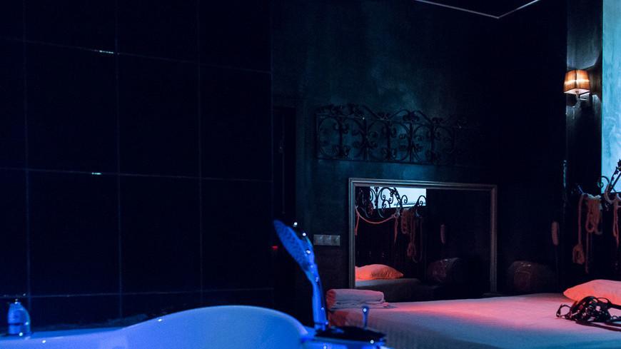 """Фото: Максим Кулачков, """"«Мир 24»"""":http://mir24.tv/, ванная, стриптиз, проституция, бдсм"""