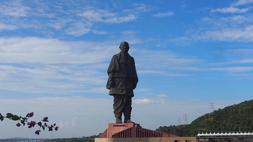 Неизвестные захотели продать самую высокую статую в мире