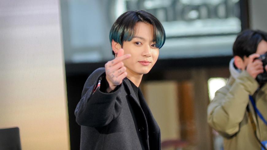Участник корейской поп-группы BTS выпустил сольную песню