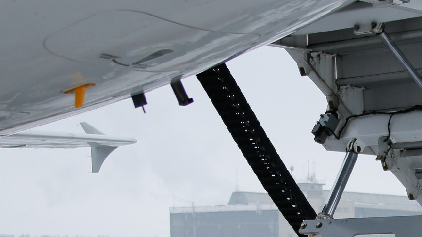 аэропорт, домодедово, самолет, взлетная полоса, техника аэропорта, трап
