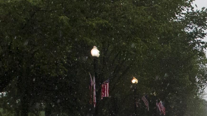 Сильнейший ливень в Вашингтоне затопил Белый дом и метро