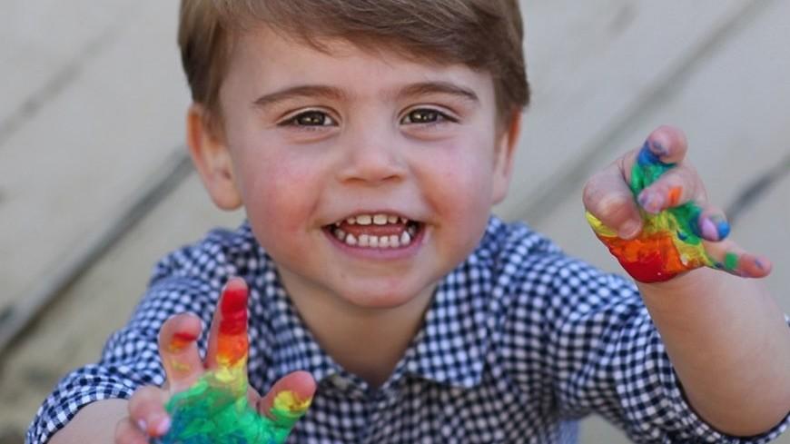 Принц Уильям и Кейт Миддлтон показали фото младшего сына