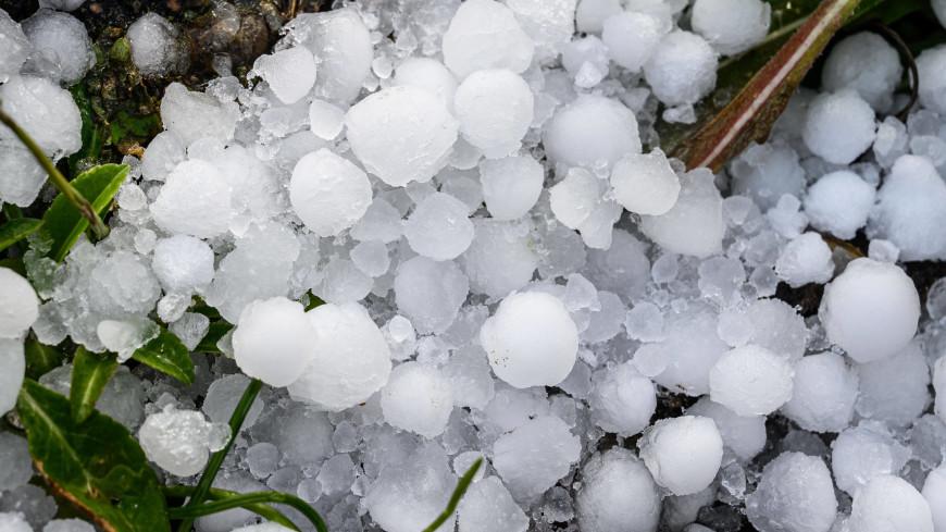 В Карачаево-Черкесии ураган с градом повредил десятки домов и побил урожай