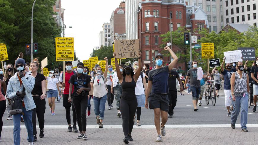 В Сиэтле и Портленде демонстранты атаковали полицейские участки