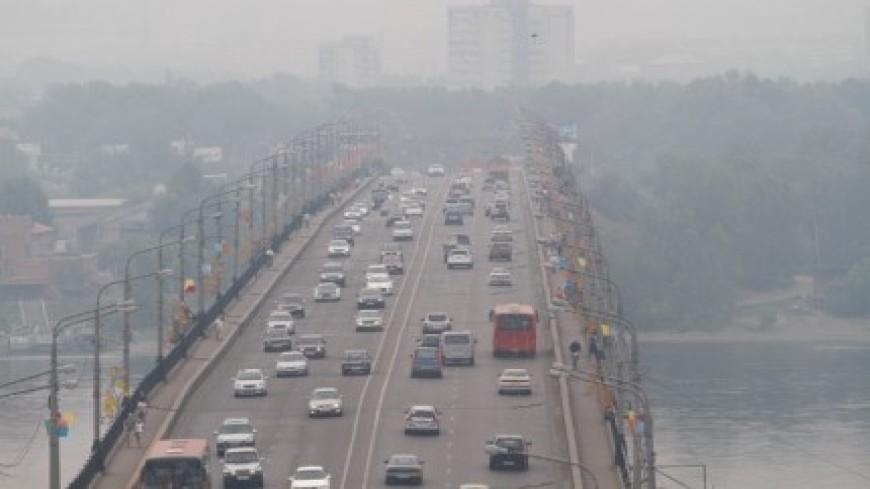 Дым от лесных пожаров окутал Красноярск
