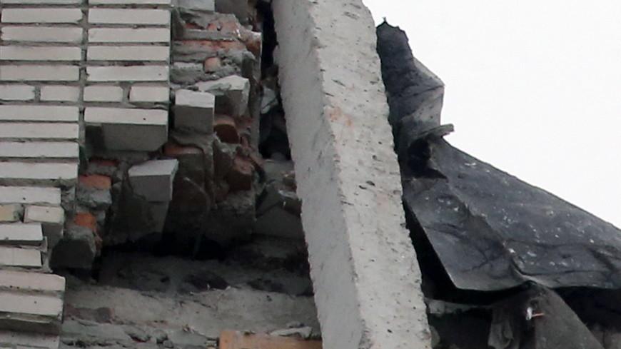 МЧС: Угроза обрушения дома в Шахтах сохраняется