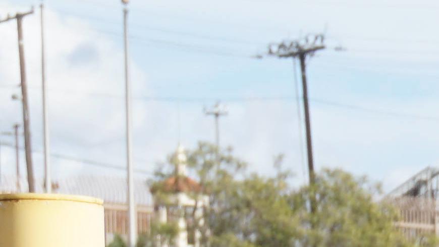 Паника на границе: американские военные встретили мигрантов слезоточивым газом