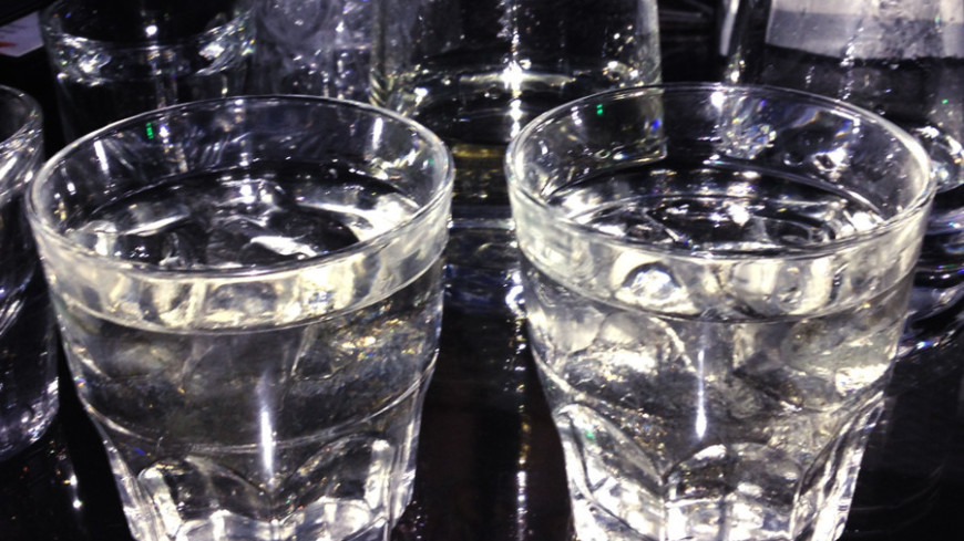 "Фото: Кувшинчиков Дмитрий, ""«Мир24»"":http://mir24.tv/, стакан, вода, водка, бар"