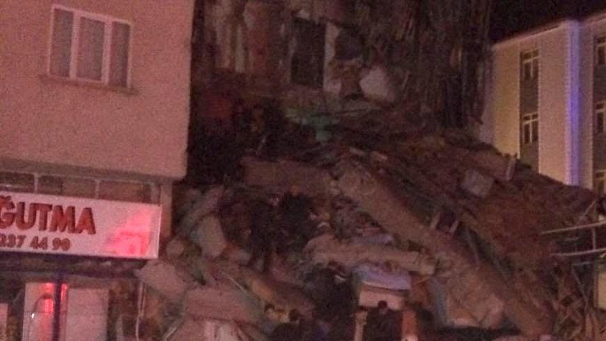 Десятки домов рухнули в Турции из-за землетрясения